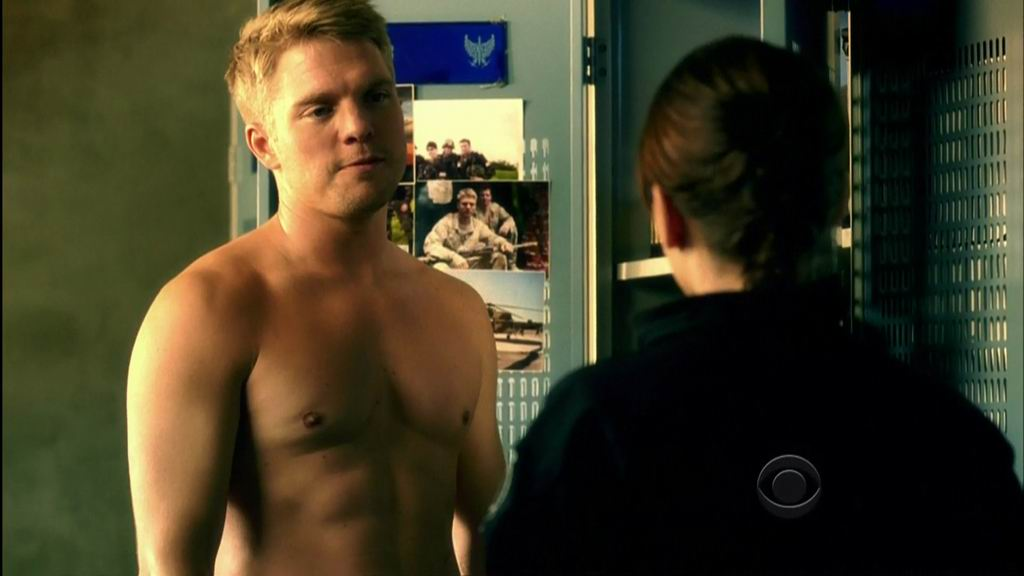 David_Paetkau_shirtless_08