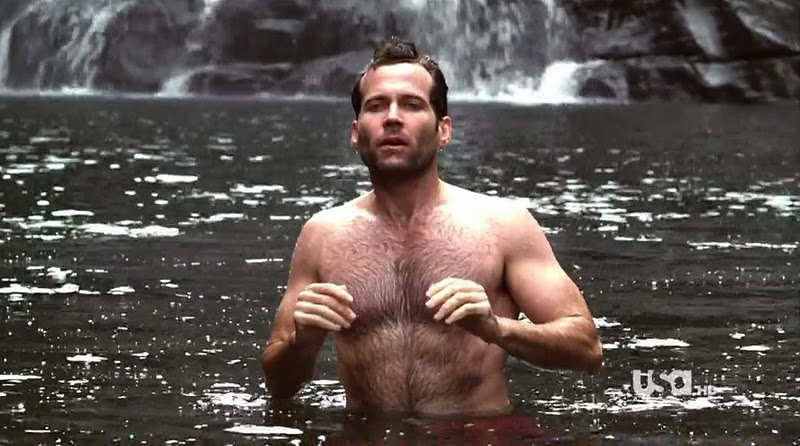 Eion_Bailey_shirtless_01