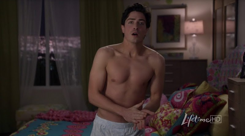Ben_Feldman_shirtless_02
