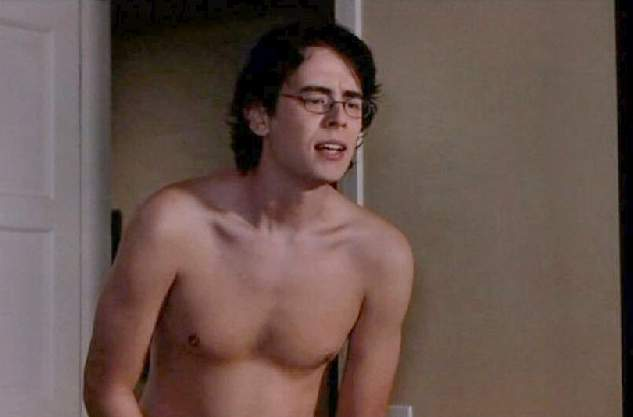 Colin_Hanks_shirtless_01